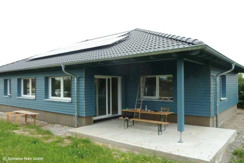 Bungalow SCANDI – Neubau mit Holzfassade und Walmdach Elpersdorf