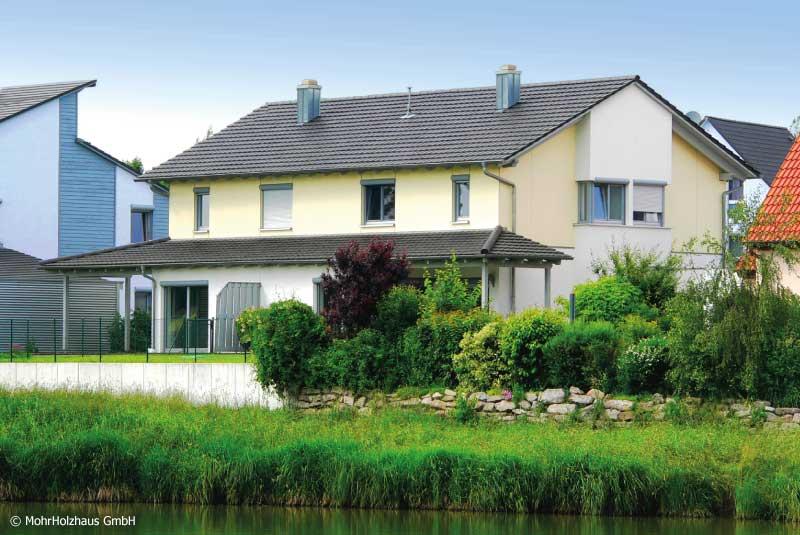 Doppelhaus KORNBLUME – Holzhaus mit Satteldach und Fassadenplatten in Leutershausen