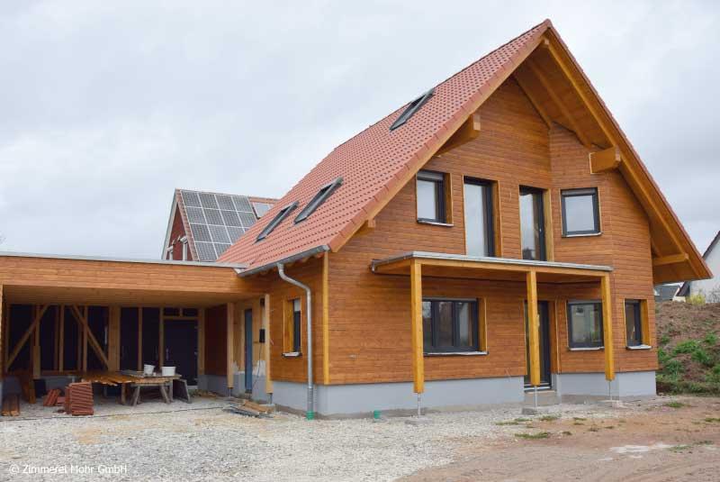 Familienhaus KAISER – Neubau Holzhaus mit Satteldach und Holzfassade Burgoberbach