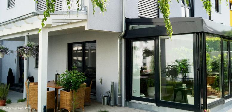 Homestory Reiheneckhaus TOWNHOUSE – Neubau mit Wintergarten und überdachter Terrasse