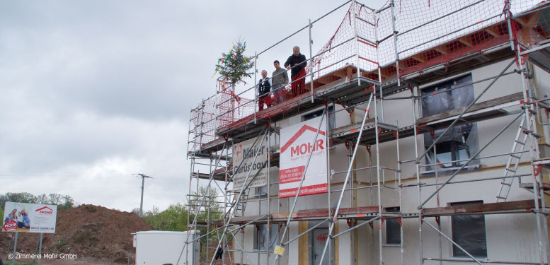 Segen für ein neues Einfamilienhaus beim Richtfest